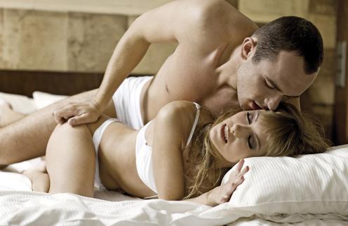 intimnie-otnosheniya-v-posteli