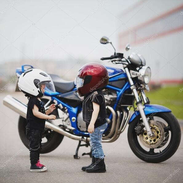 Секс в гараже мотоциклы