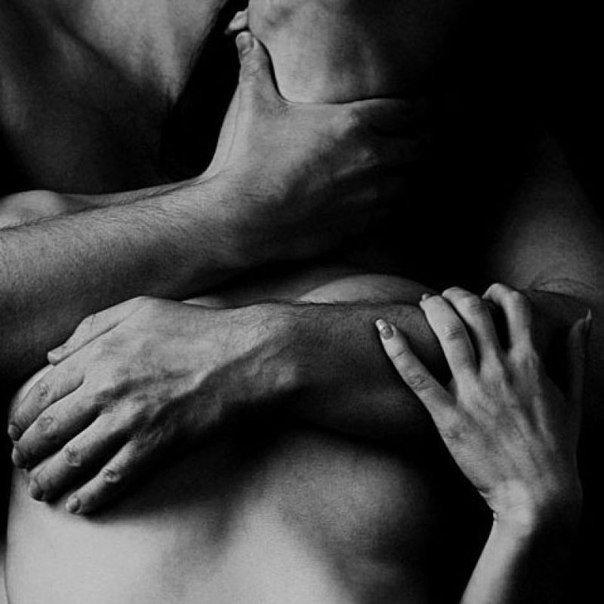помню первый поцелуй - зажал меня в прихожей, душа горела, мурашки бежали п