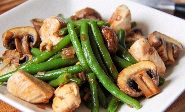 Салат с фасолью курицей и грибами