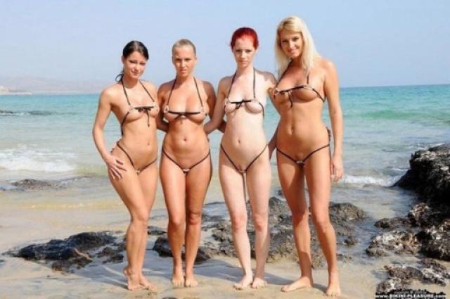 Фото Приколы На Пляже Женщины В Откровенных Купальниках