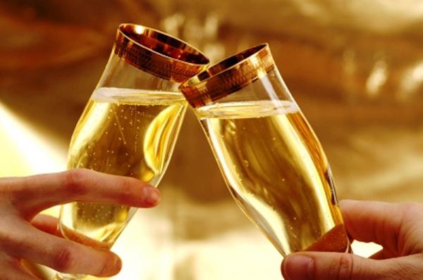 Пить на новый год шампанское