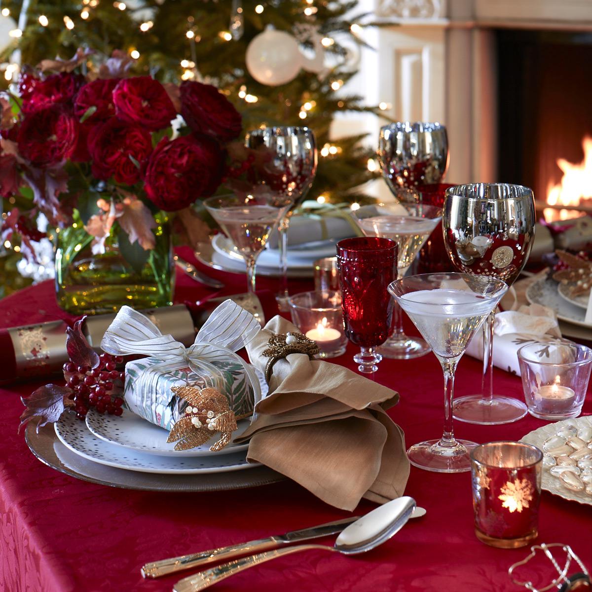 Сервировка и украшение новогоднего стола фото