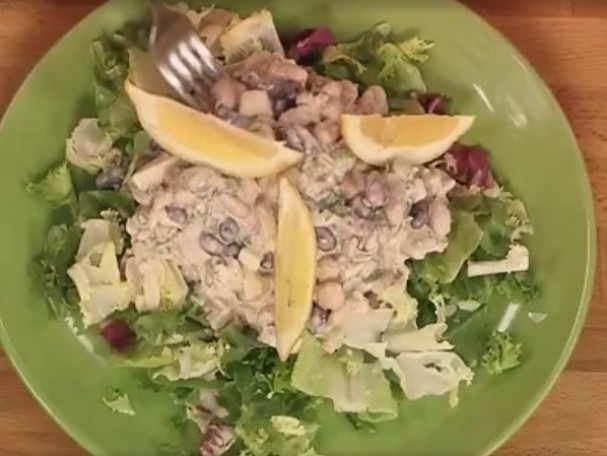 Салат с соленым огурцом и шпротами рецепт с