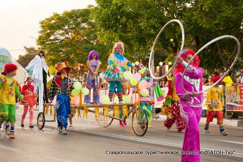 Каждый год в геленджике проходит карнавал - открытие сезона