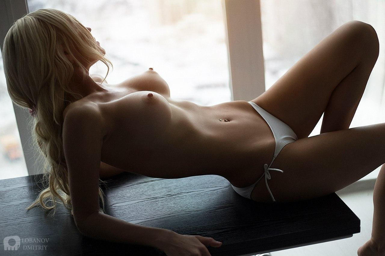 golie-krasivie-seksualnie-devushki-na-foto